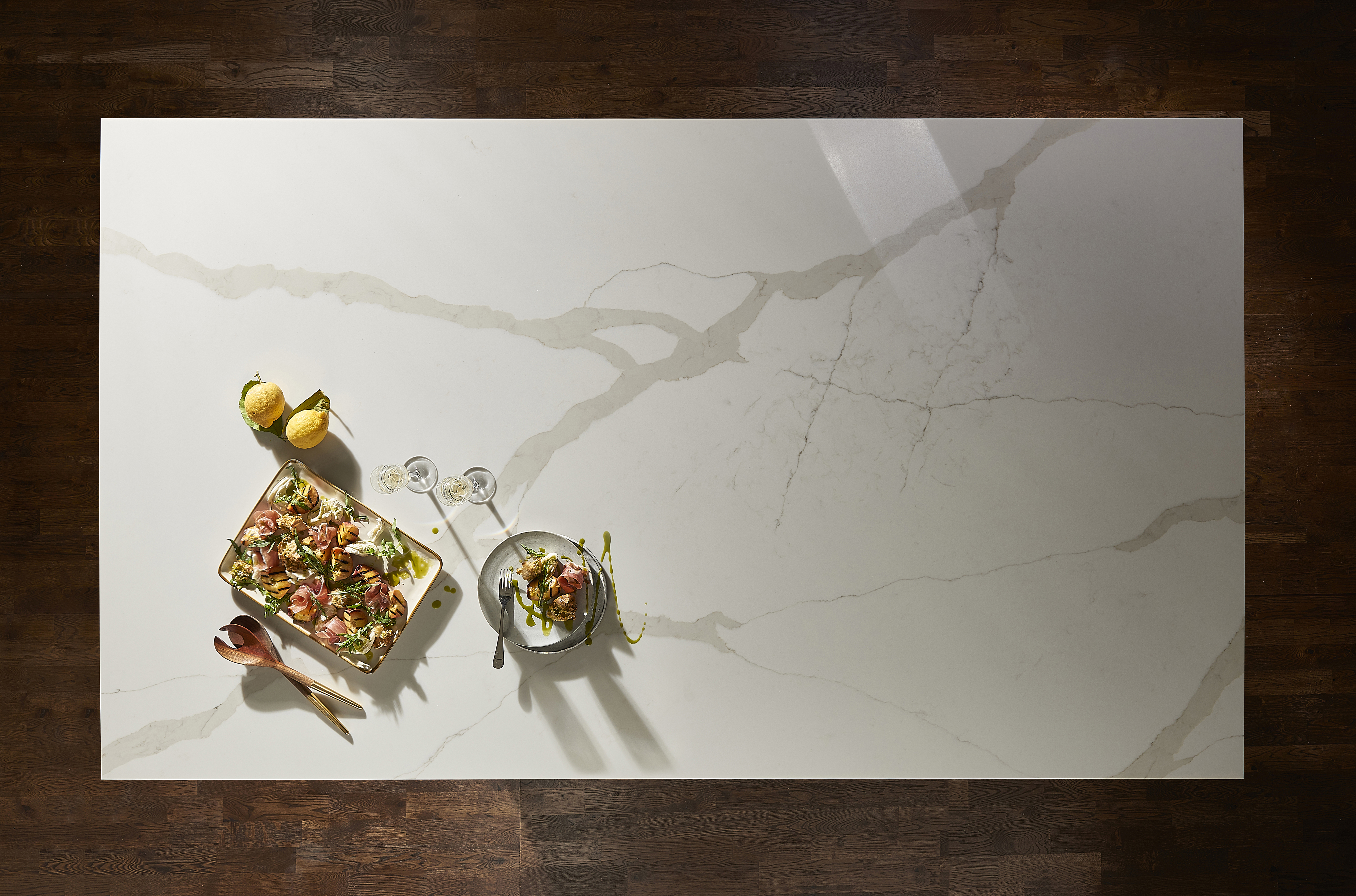 Create the perfect contrast in the kitchen with Calacatta